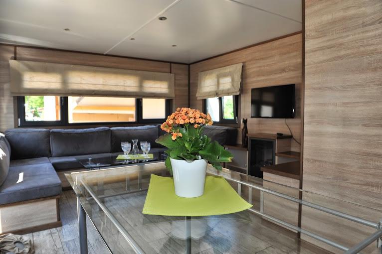 chalets. Black Bedroom Furniture Sets. Home Design Ideas